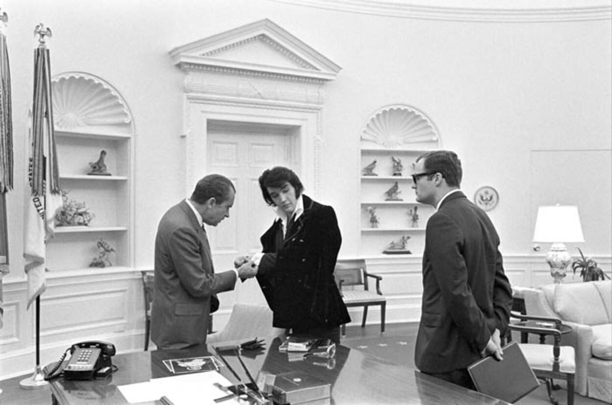 President Richard Nixon admires Elvis Presley's cufflinks on December 21, 1970.