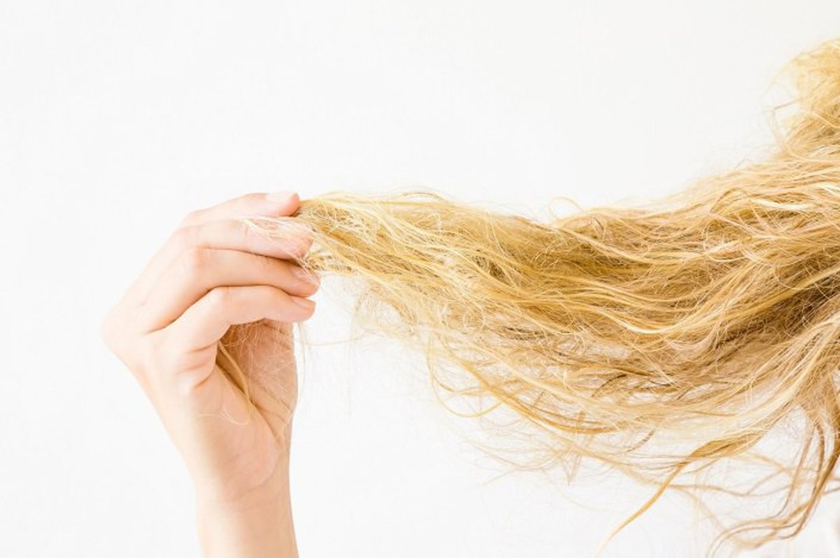how-to-take-care-of-dry-frizzy-hair