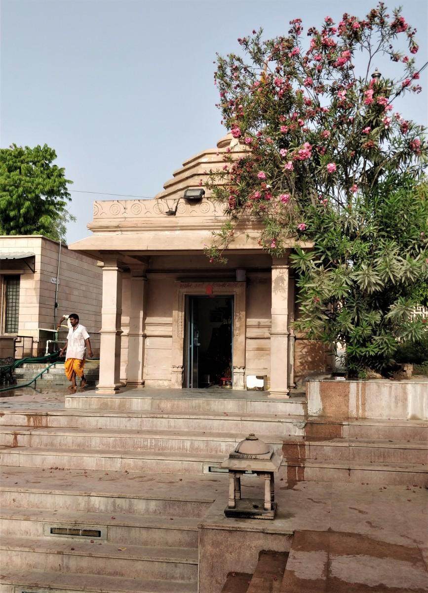 Kedareswar temple; Bindu Sarovar