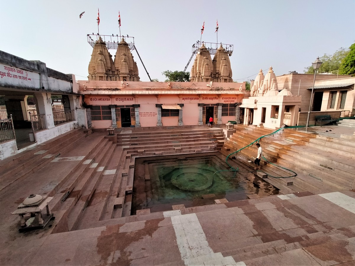 Bindu sarovar with three Shiva temples on right, portion of the pavilion on left and the Mukhya Mandir in the centre