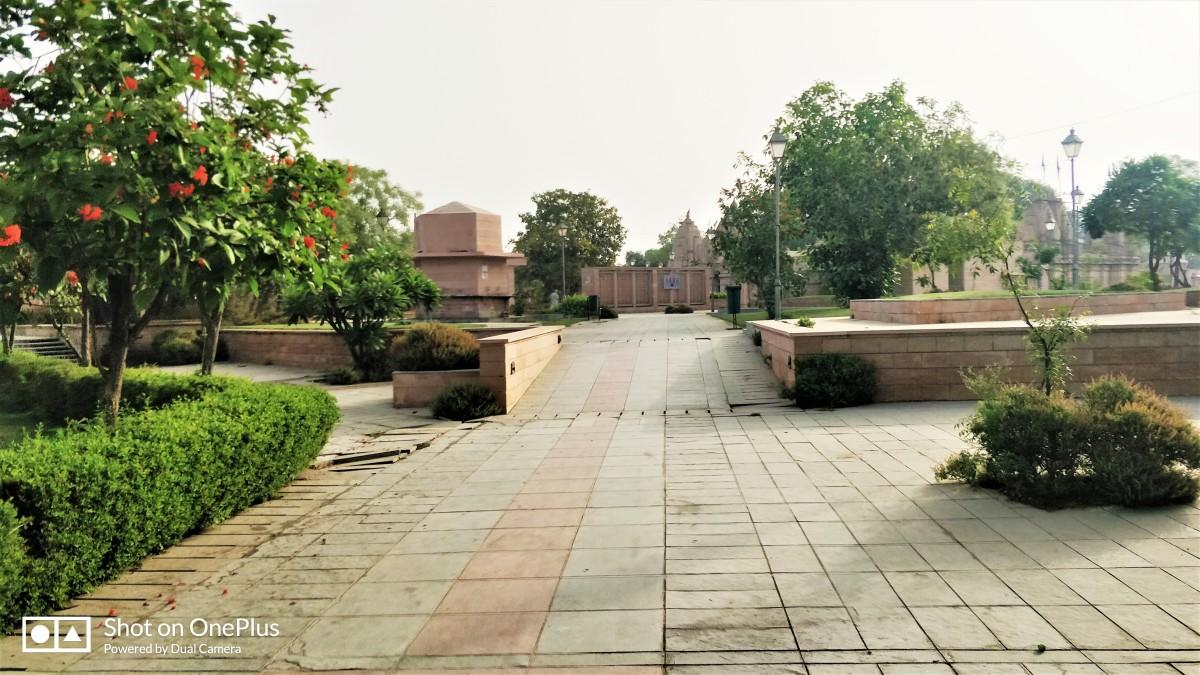 Bindu Sarovar : Paved footpath and garden