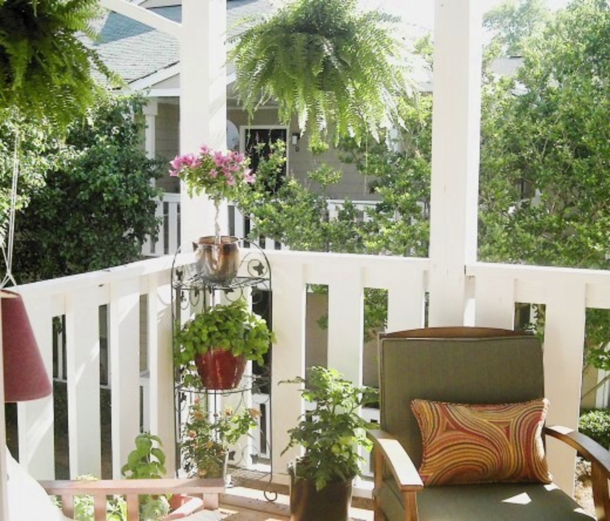 Small balcony decorating ideas - Decorating an apartment patio ...