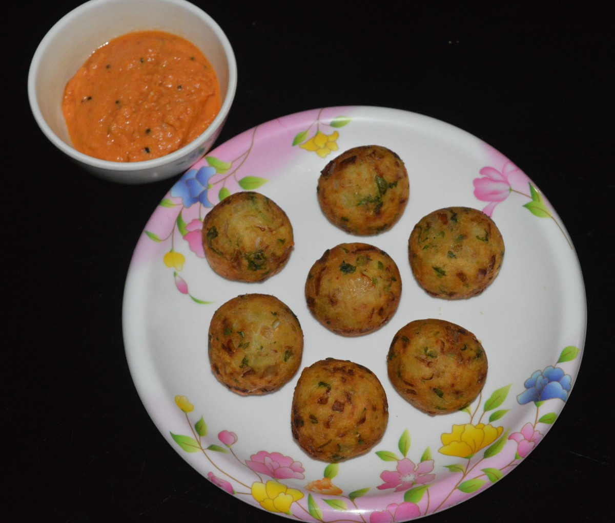 Serve with tomato sauce or chutney of your choice. Enjoy eating these delectable snacks.