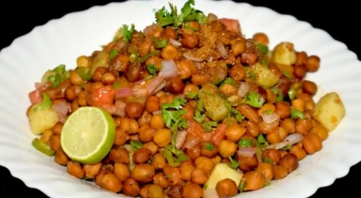 Street Style Tangy Black Chickpeas Chaat (Chana Chat)