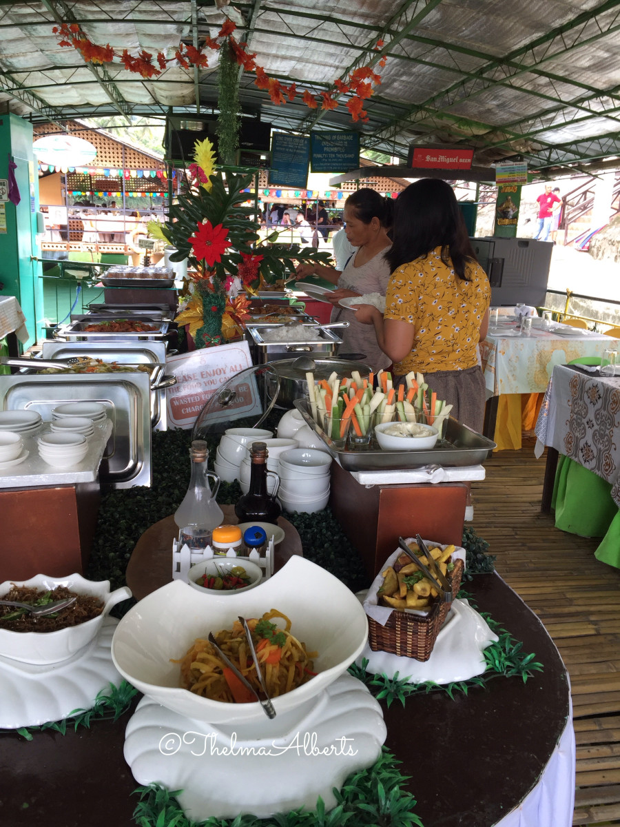 The Filipino buffet at the river cruise in Loboc.