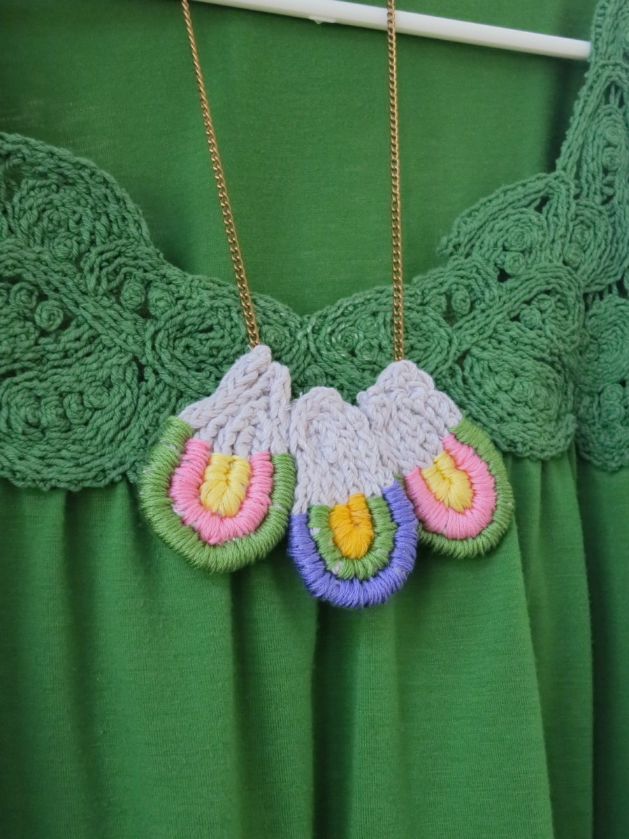 Free Jewelry Knitting Pattern:  Loopy Loop Necklace