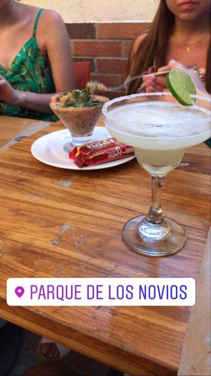 Shrimp cocktail and margarita in a friends' night at Santa Marta.