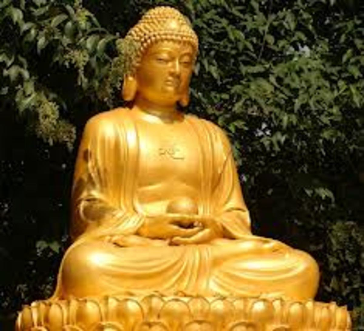 There are many types of Buddha statue to choose from, but what they have in common is that they all seem to be peaceful as if they have found something important, perhaps the meaning of life.