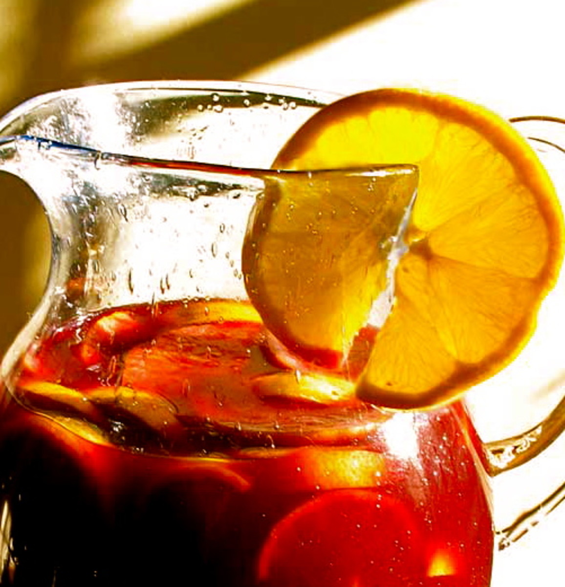 How to Make Sangria for Summer Parties: Two Easy Recipes Using White and Red Wine