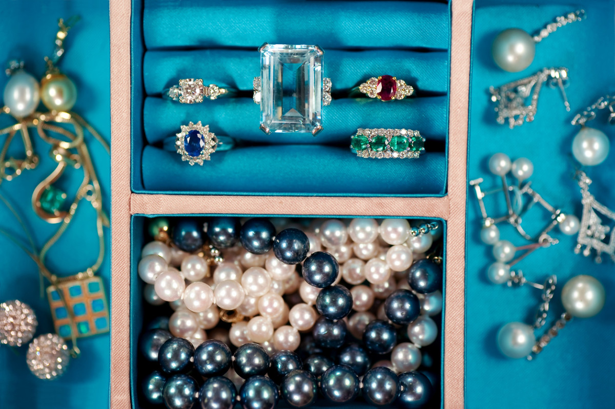 The rings are all smiling and cheerful! But the pearls still aren't properly stored.