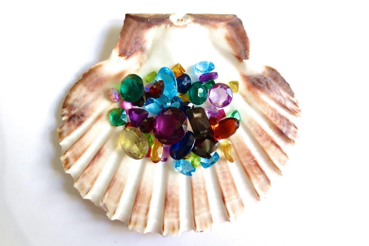 Loose gemstones, especially semi-precious, are hard to sell.