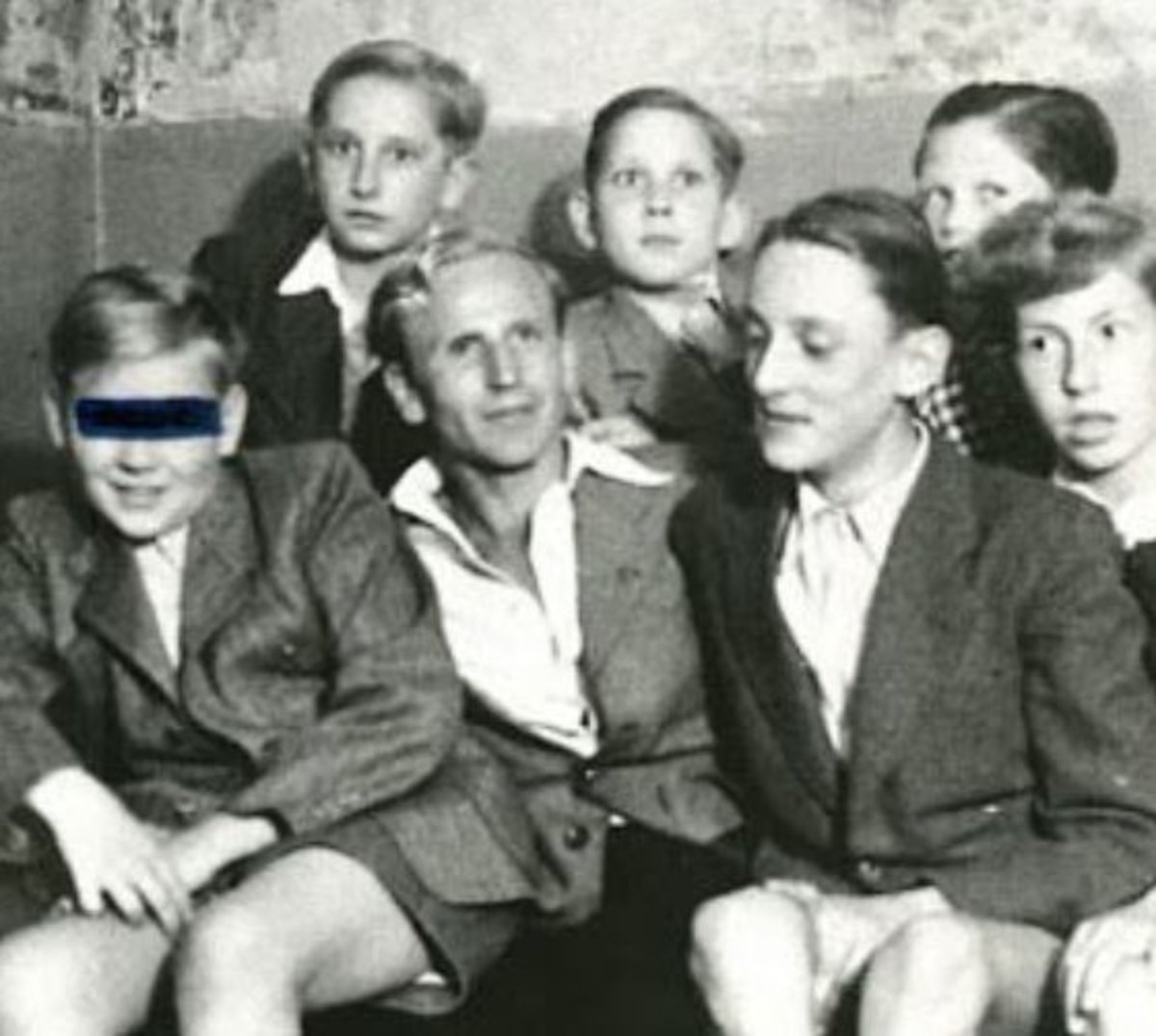 Paul Schäfer (center) in Colonia Dignidad with boys from the commune.