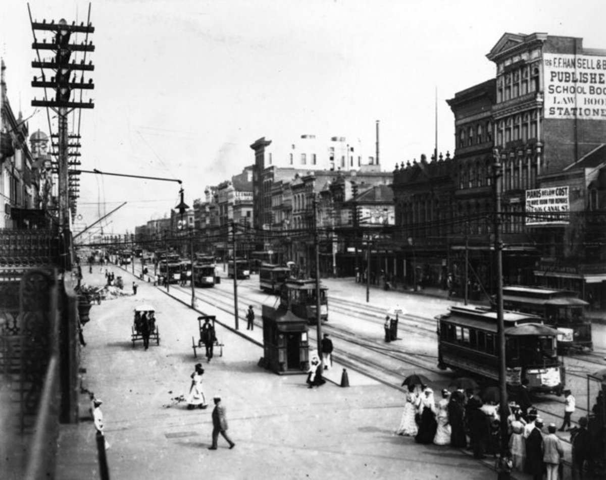 Electric streetcars replaced horse drawn omnibuses and made traveling in the city easier and safer for people and horses