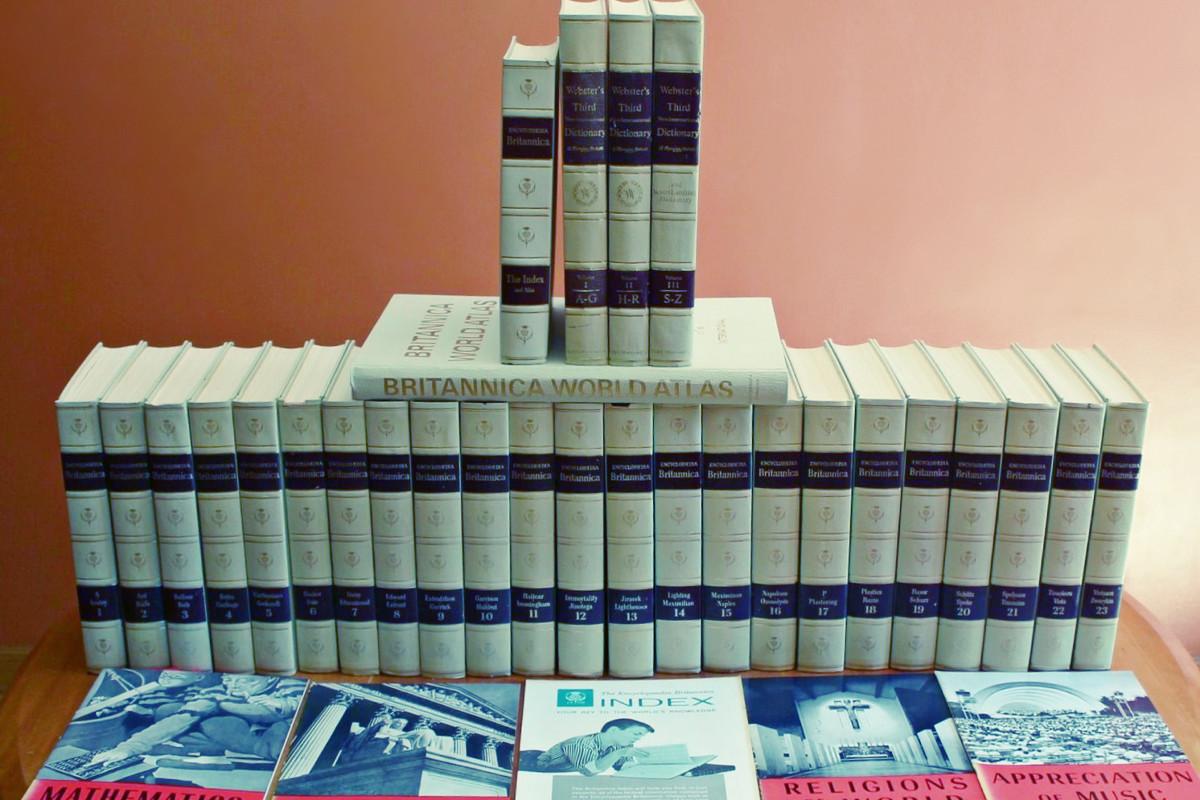 Encyclopedia Britannica 1969 200th Anniversary White Set + Dictionaries & Atlas