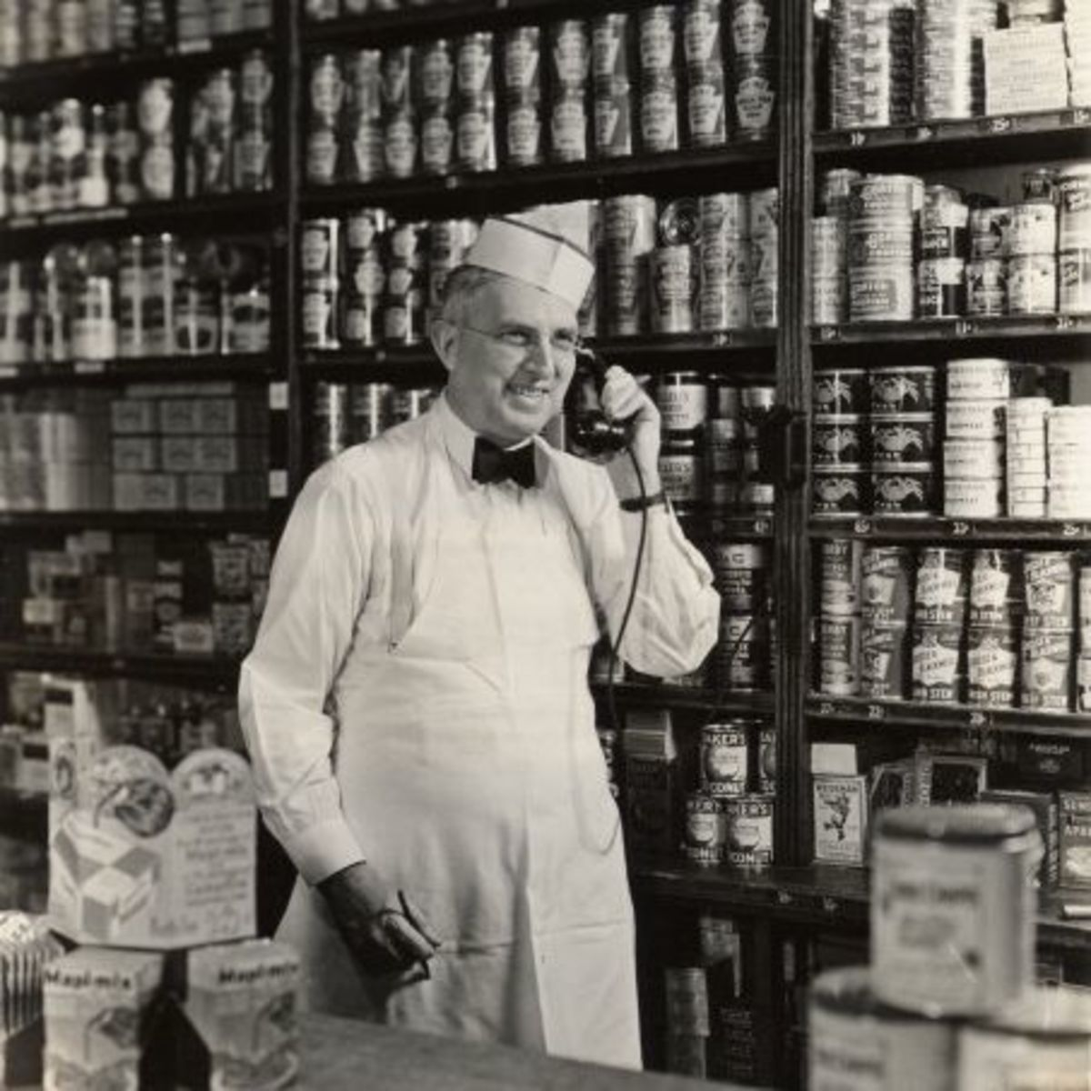 In 1930, milk cost 26 cents a gallon, bread was eight cents a loaf, and eggs were 15 cents a dozen. Four pounds of bananas cost 19 cents, sirloin steak was 39 cents a pound, and pork and beans were five cents a can.