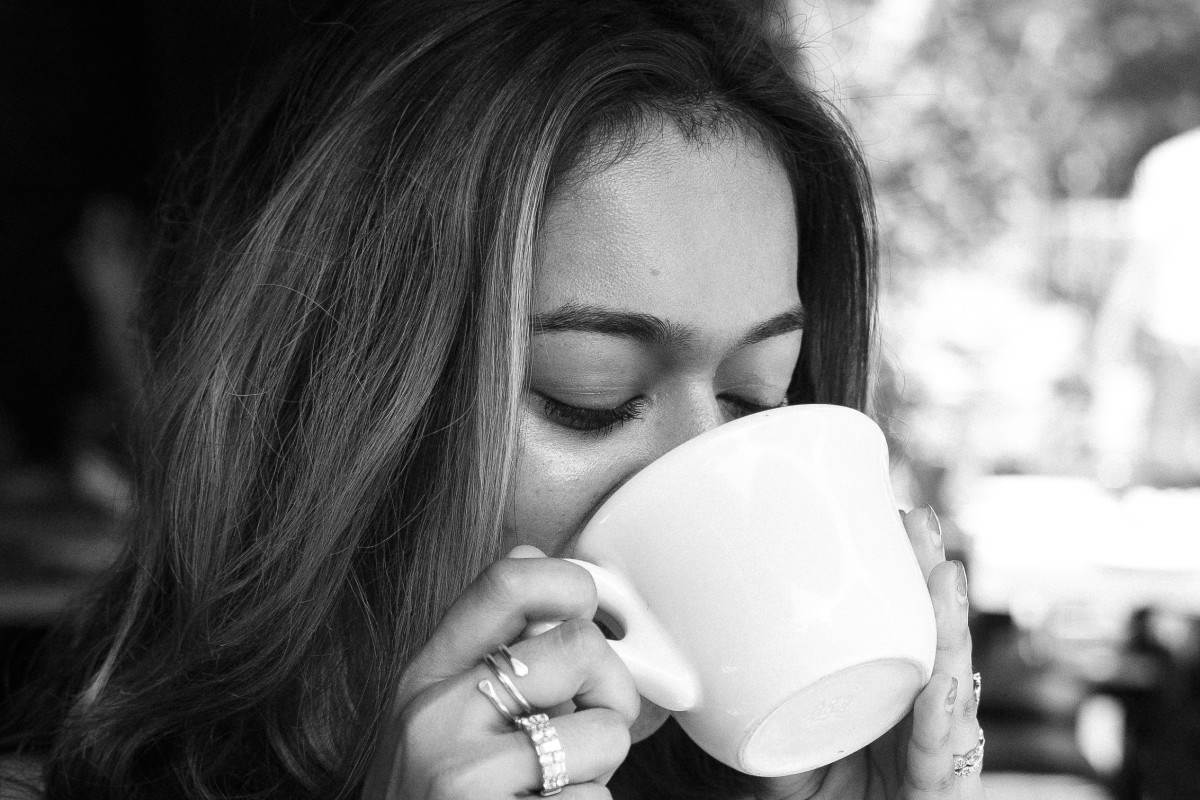 Drinking hot water can cleanse the throat