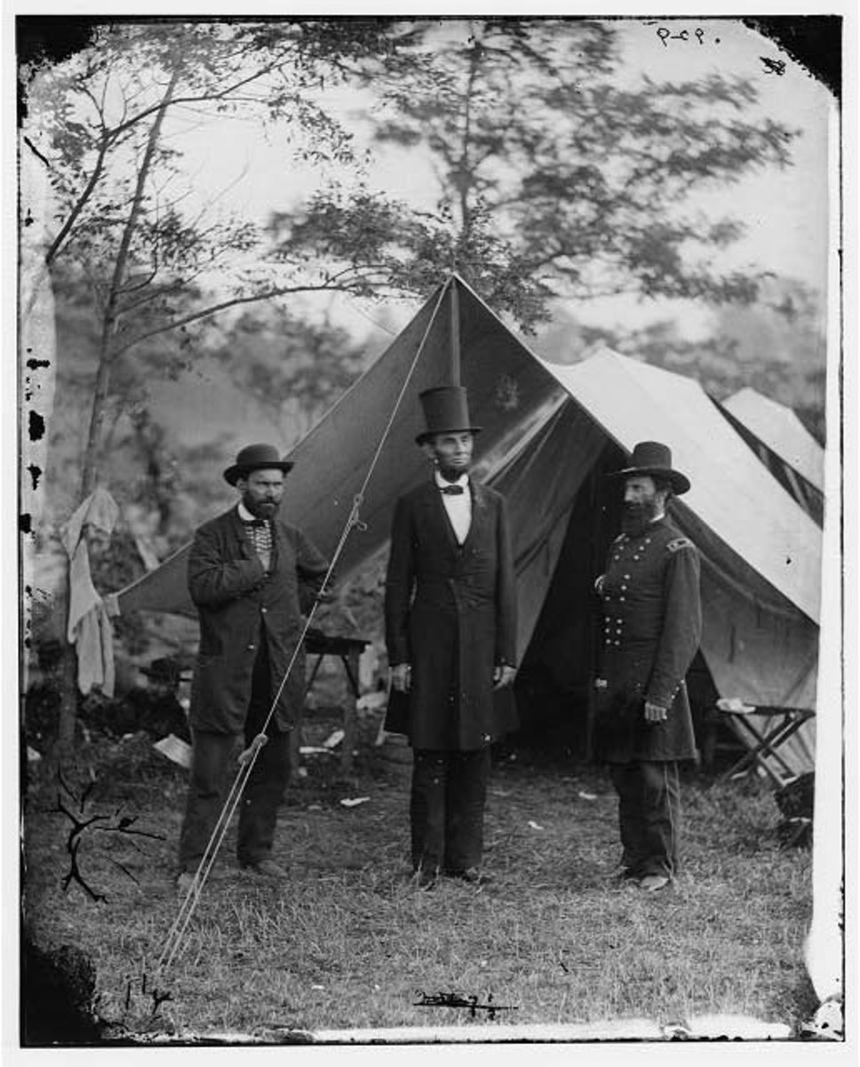 Allan Pinkerton (left), President Abraham Lincoln (centre), and Maj. Gen. John A. McClernand (right) at Antietam, Maryland in 1862.