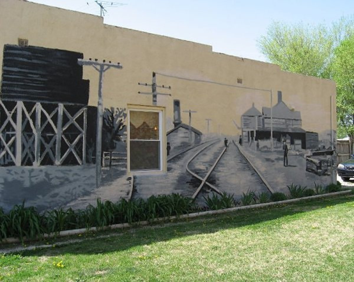 It's always fun to discover a mural in an unexpected place. This one in Whitewater, Kansas is on the side of the pizza shop.