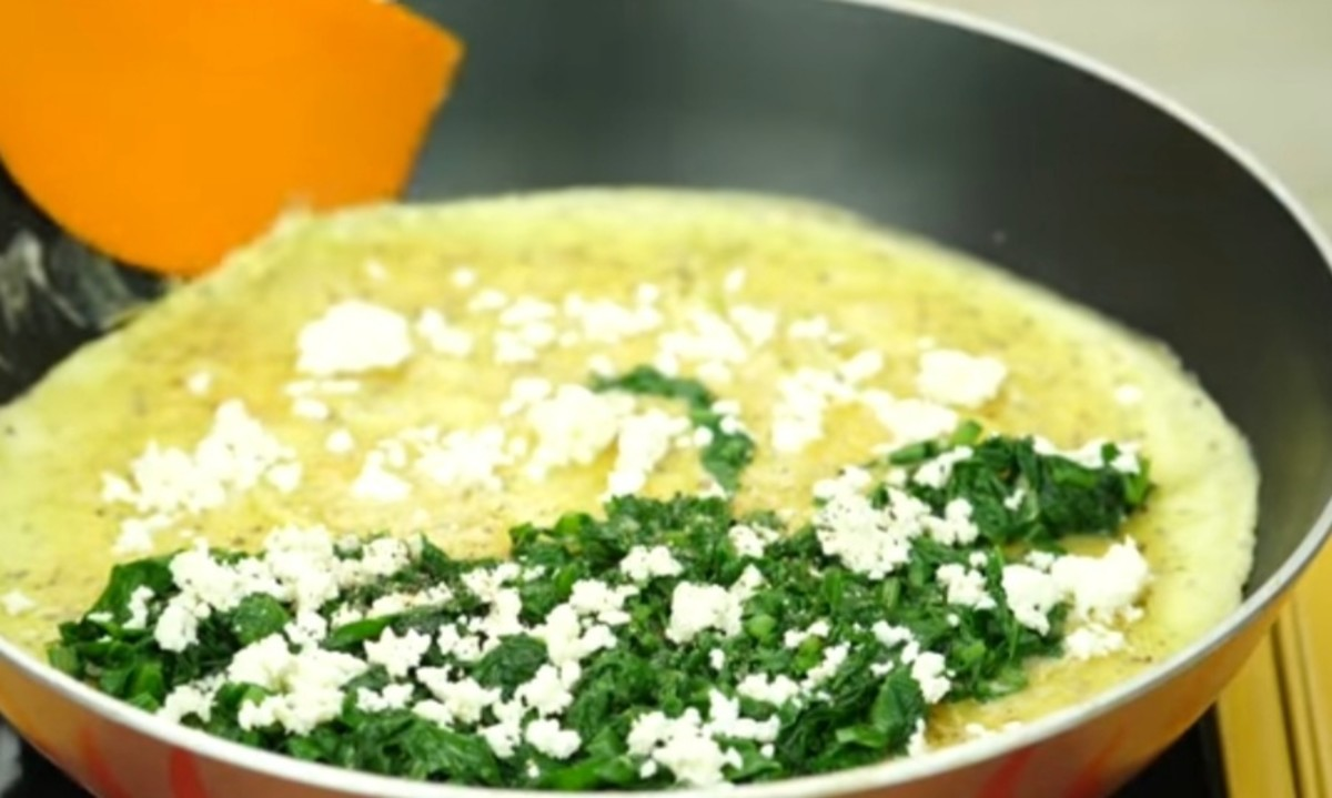 Spread feta cheese all over it, and sprinkle some salt and black pepper powder similarly.
