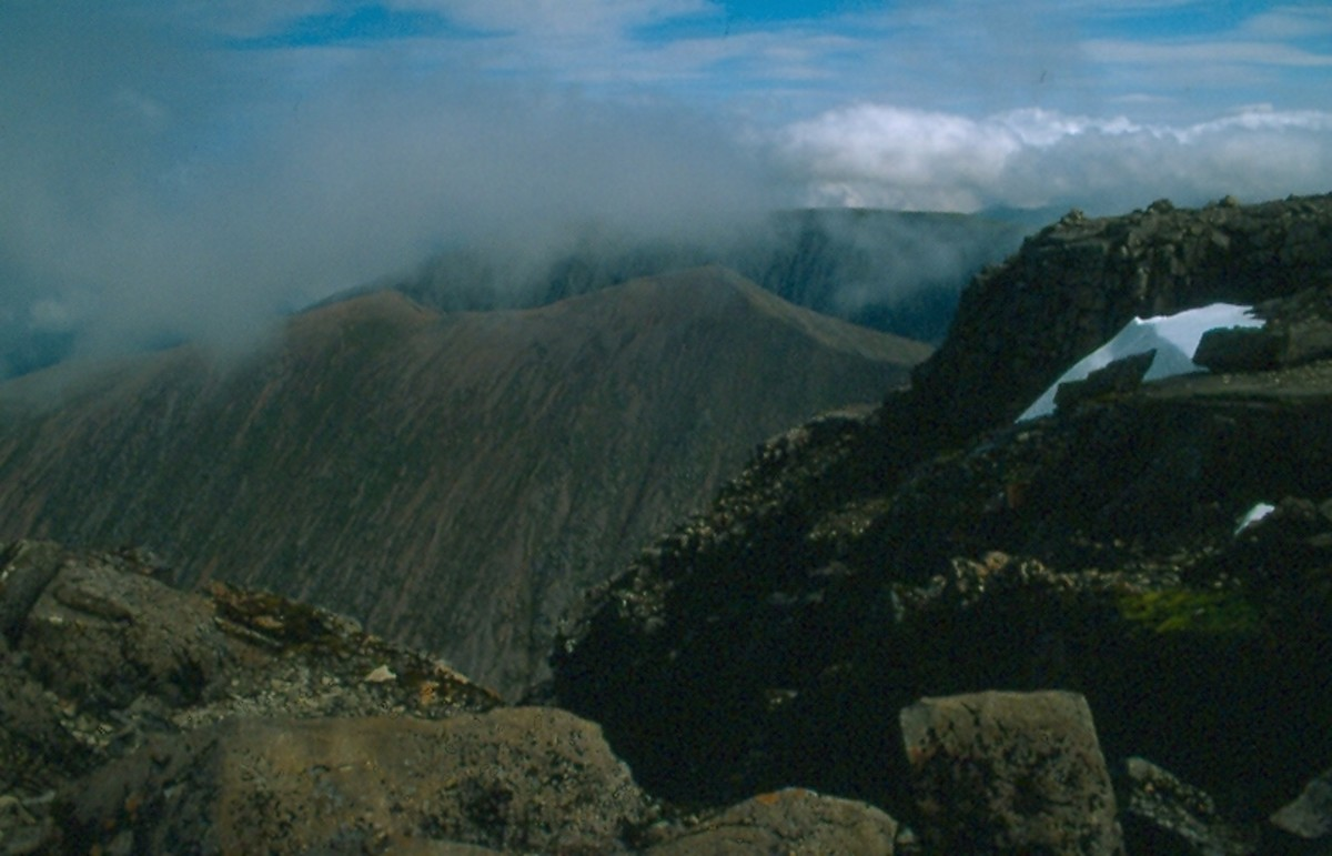 Carn Mor Dearg, seen in center (1221 meters, 4006'), the eight highest mountain in Scotland from the summit of Ben Nevis.