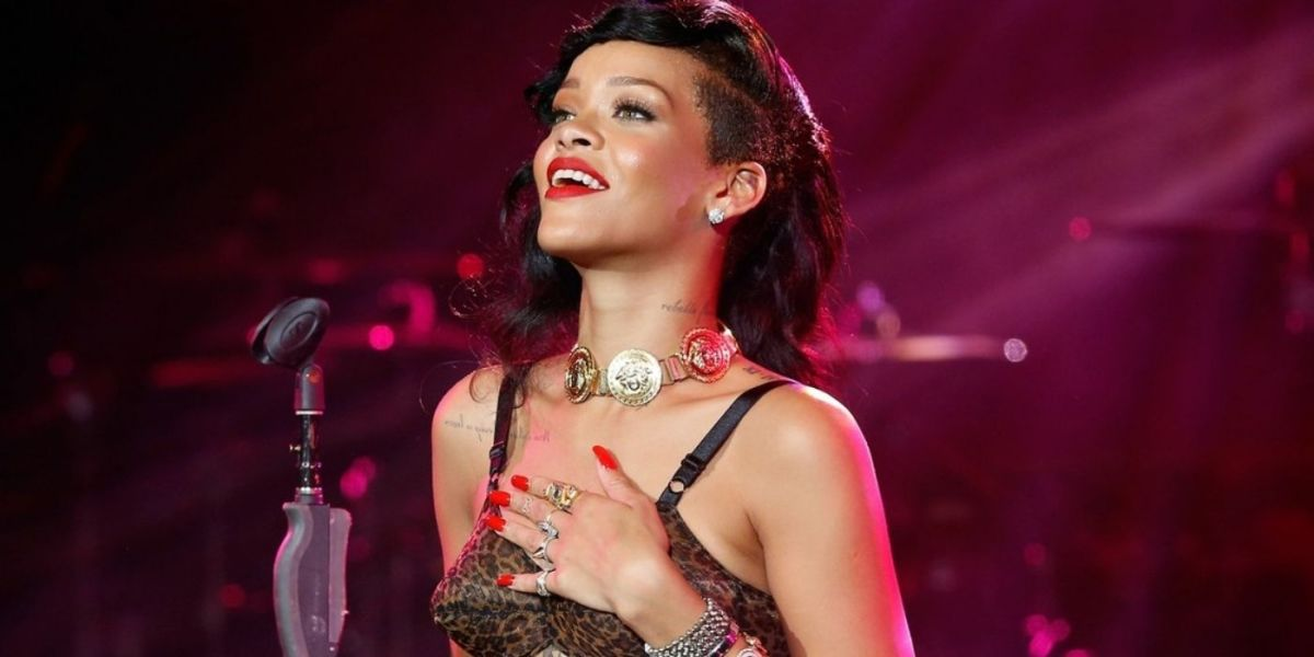 Pop star Rihanna performing at the Grammy's. She admits experiencing stage fright.