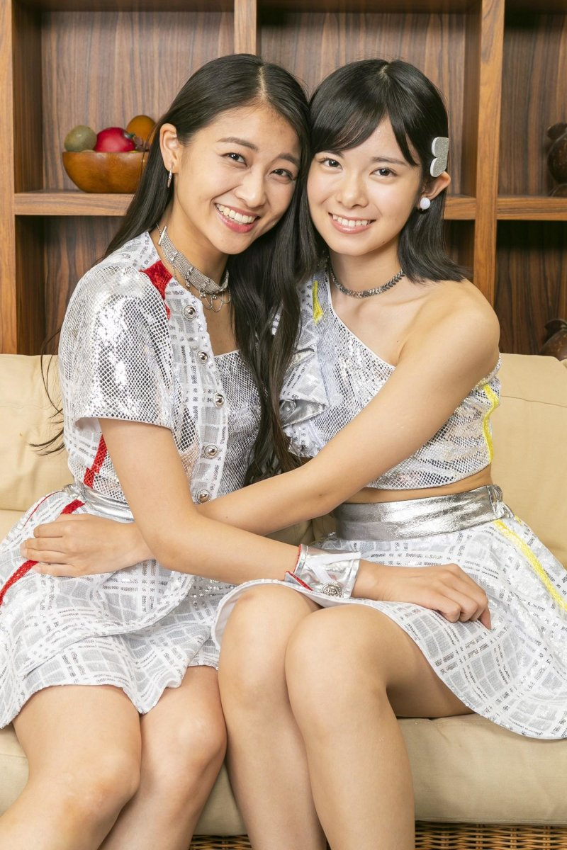 Ayaka Wada (left) is pictured here with the gorgeous Yuhane Yamazaki of the group Ame no Mori Kawa Umi.