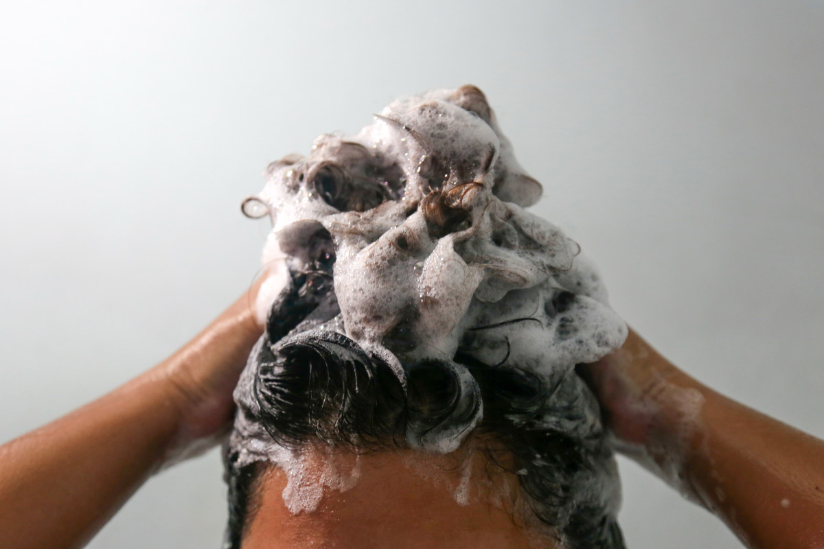 Washing your hair with clarifying shampoo should always be the first step to remove dark hair color.