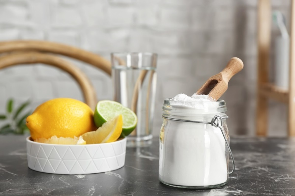 Baking soda can enhance the ability of shampoo to remove hair color when mixed together.