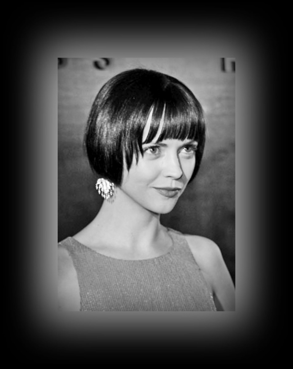 Christina Ricci - 2013 Best Celebrity Short Hairstyles Hair Cuts Trends