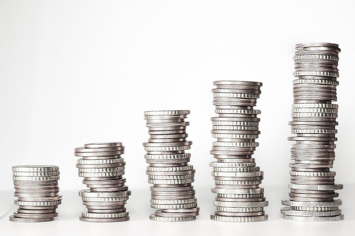 Money, CC BY-SA 4.0, via Wikimedia Commons