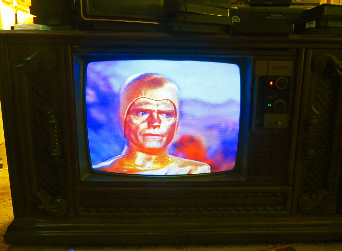 The Golden Man, Lost in Space, playing on the Quasar Color Console Television Model WL9439SP, The Quasar was made September 1980, this television is one of the early Quasar Dynacolor designs, Quasar Chassis Number SLTS976FA03.