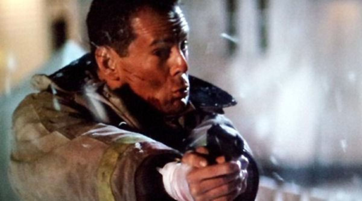 "Willis goes from normal guy to Super Cop in ""Die Hard 2"""