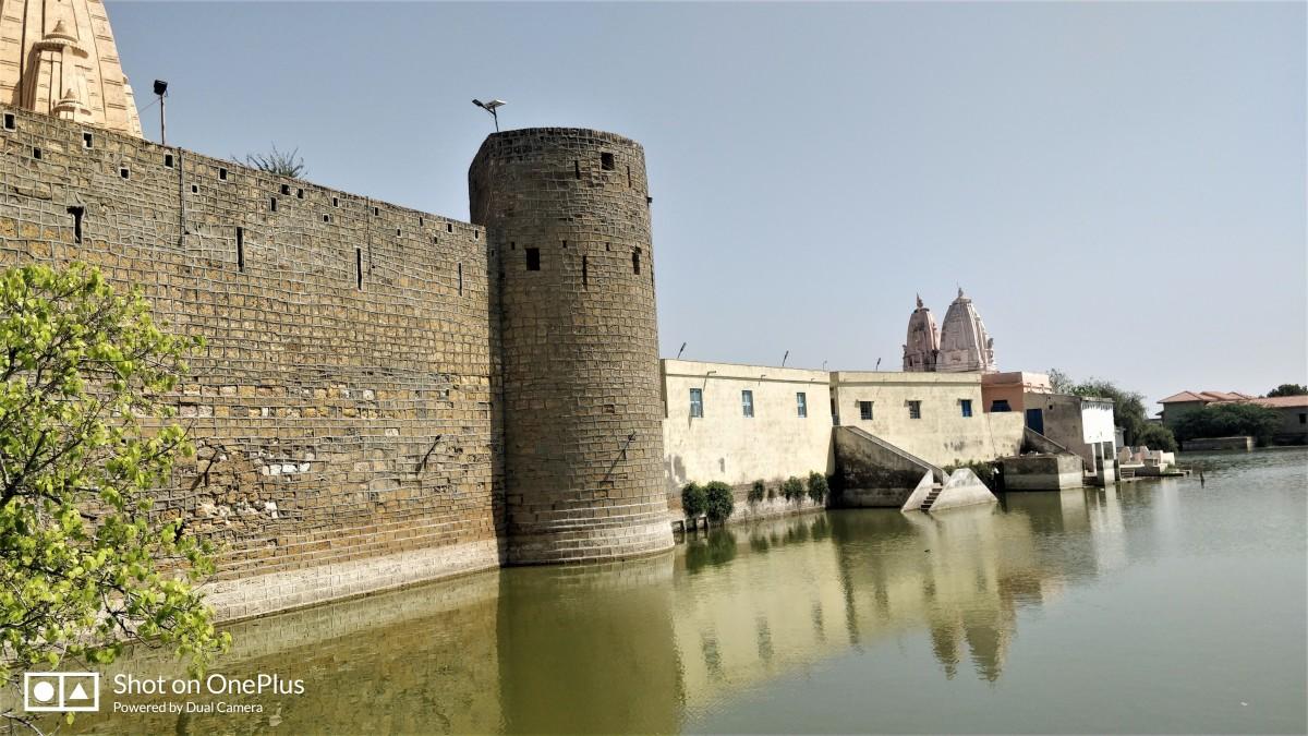 Narayana Sarovar with the high wall