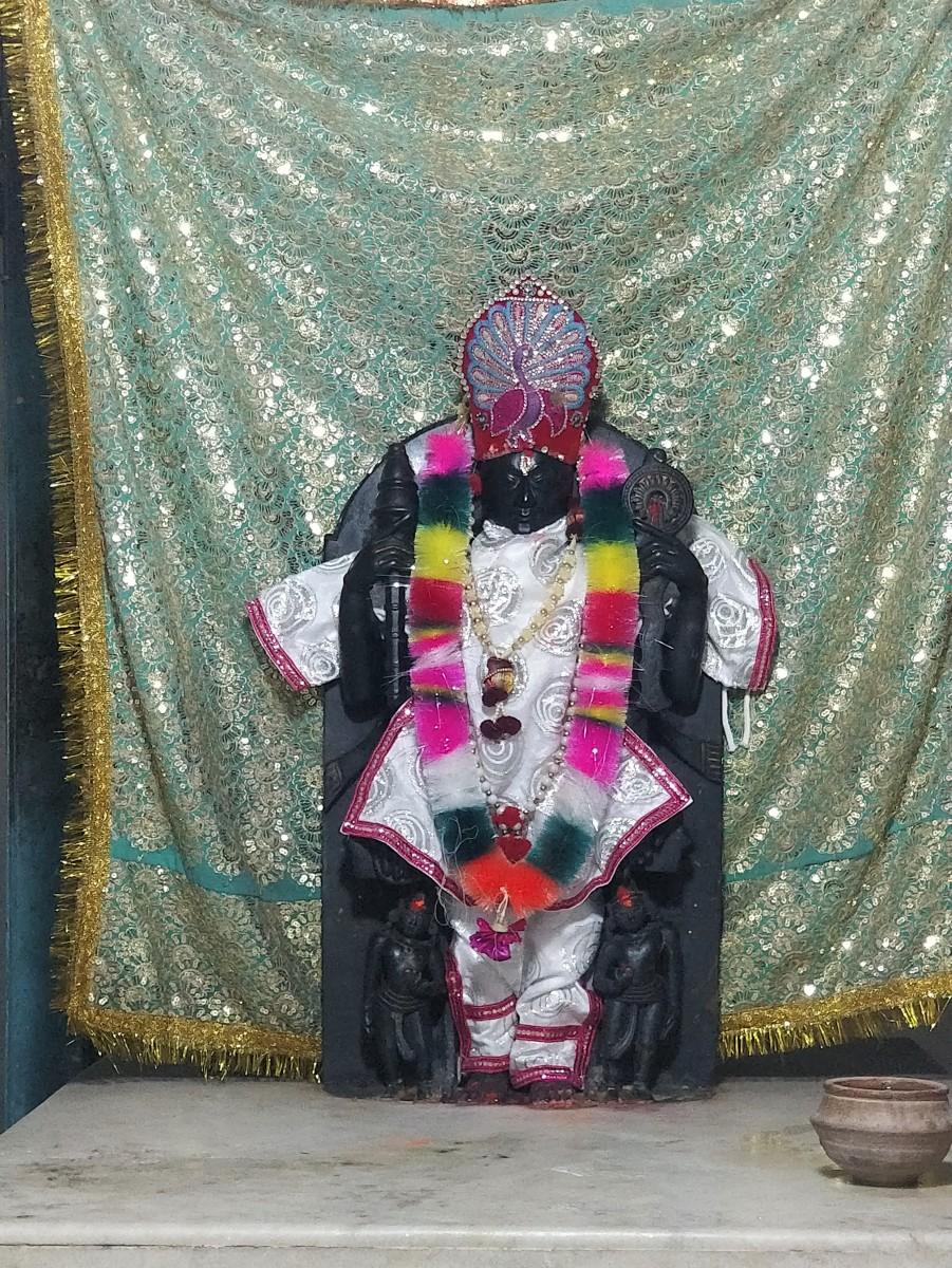 Idol of Kalyan Ray-ji