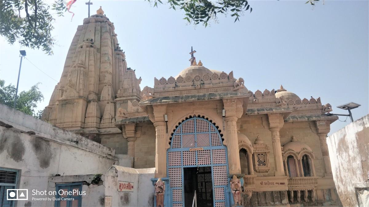 Mukhya (Main) temple of Trivikram Ray-ji; Narayana Sarovar