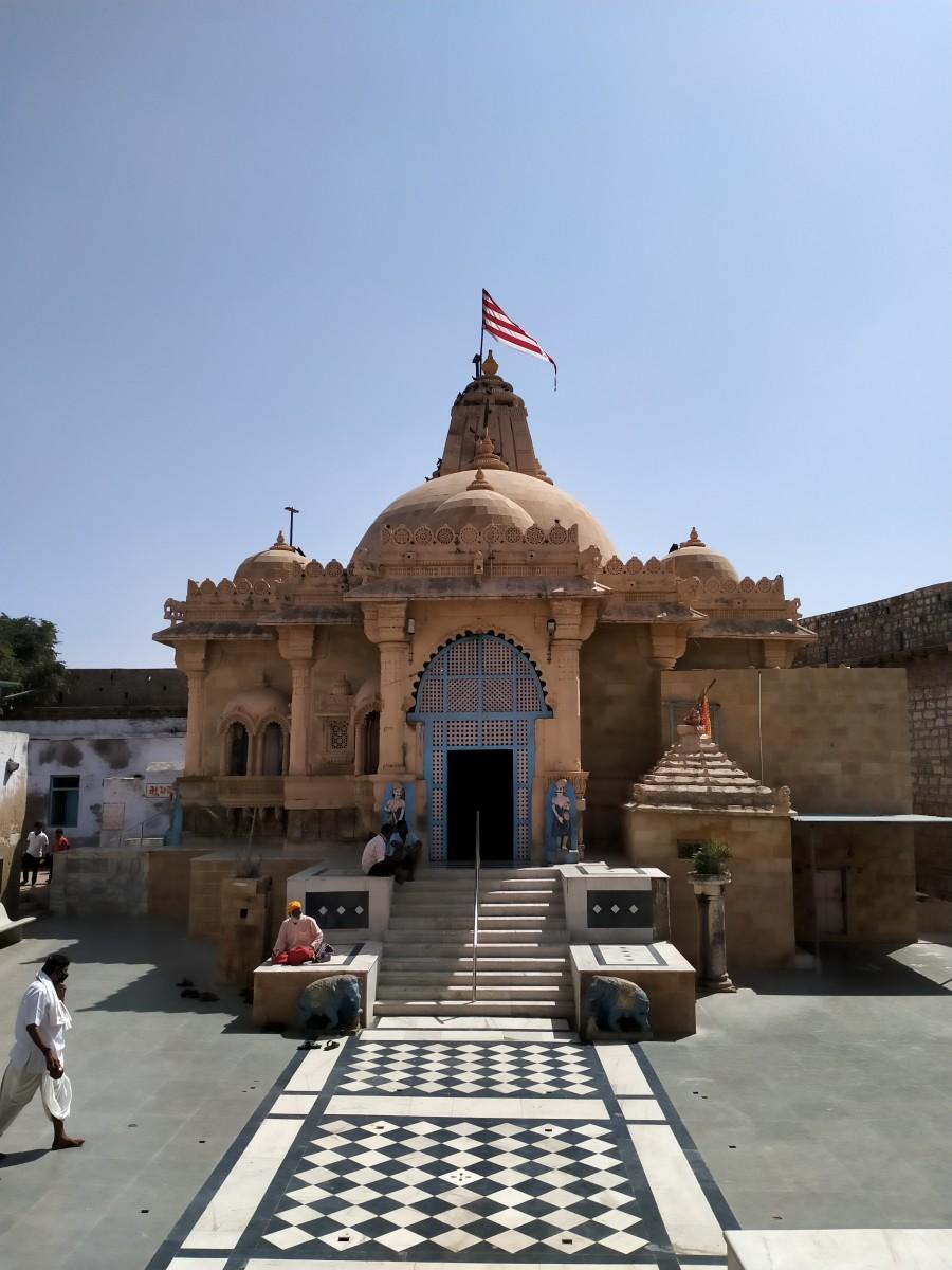Trivikram Ray-ji temple; Narayana Sarovar