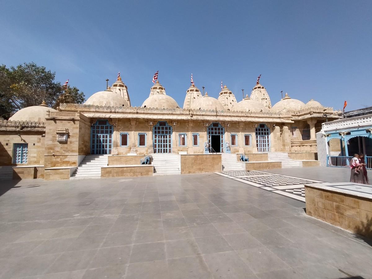 The Adinarayana temple; Narayana Sarovar