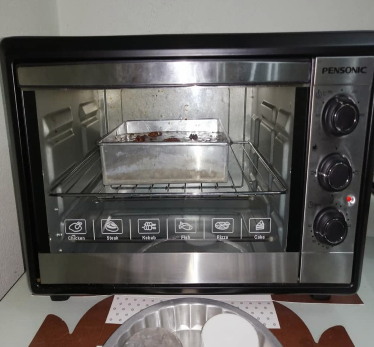 The cake is baked in an oven set at 160°C for an hour