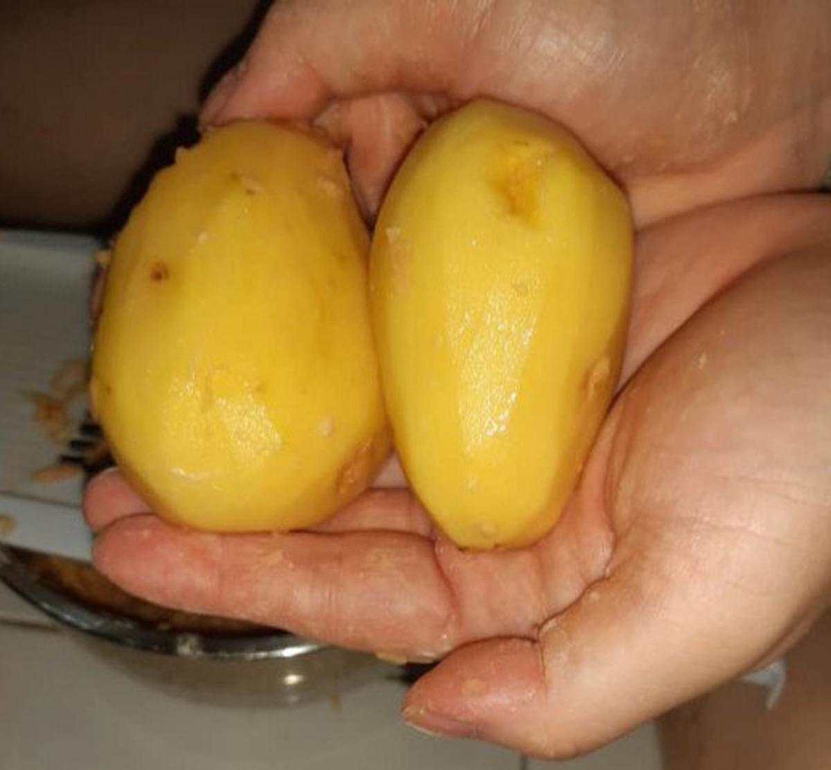 Peeled and washed Bintje potatoes ready for the mandolin