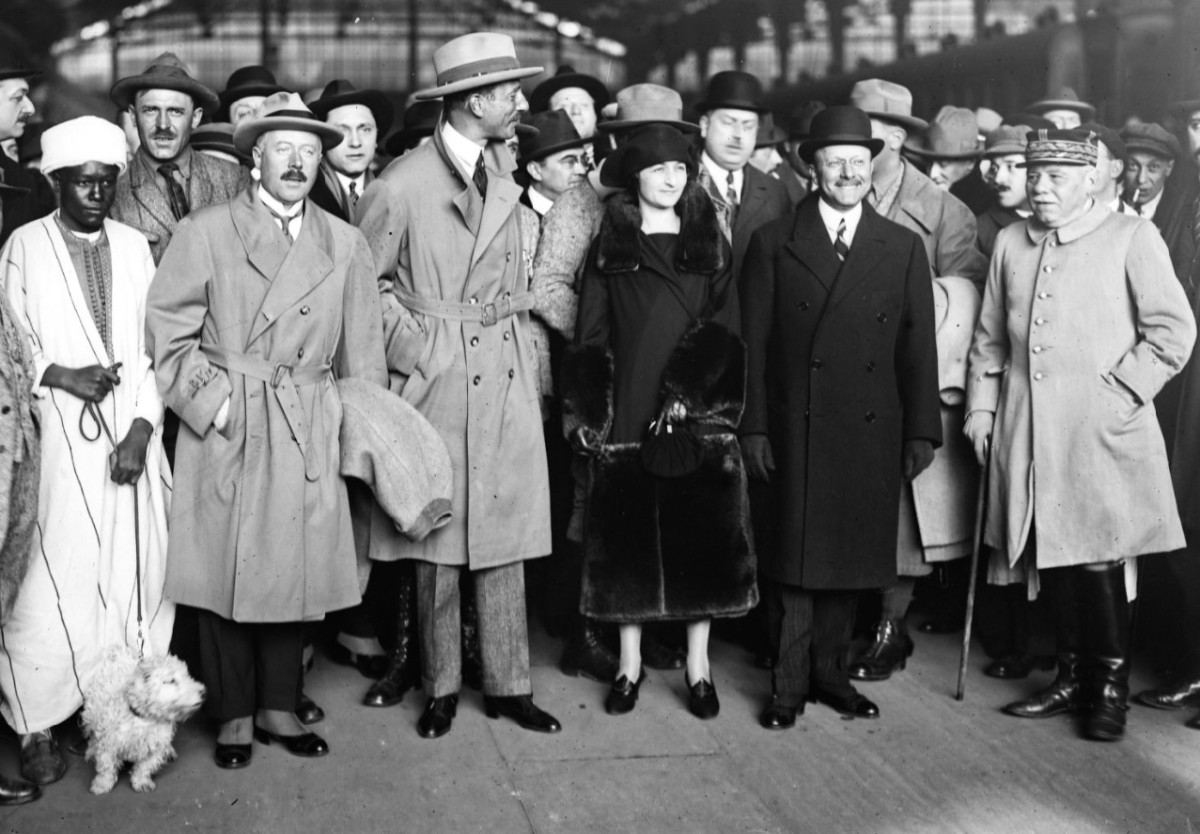 General Estienne on the right with a cane, in 1923.