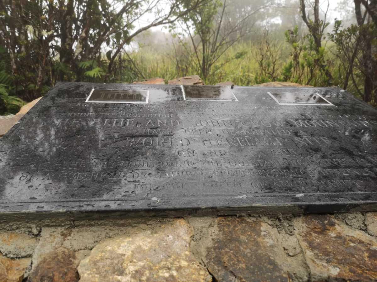 The plaque designation the Blue Mountains a UNESCO site.