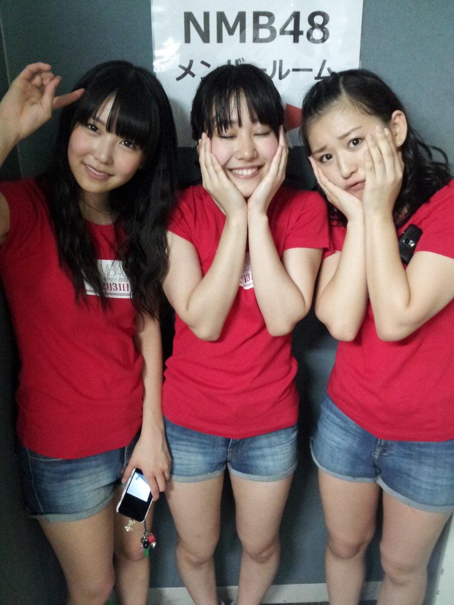 From left to right: Miru Shiroma, Kanako Kadowaki & Haruna Kinoshita all in red T-shirts.