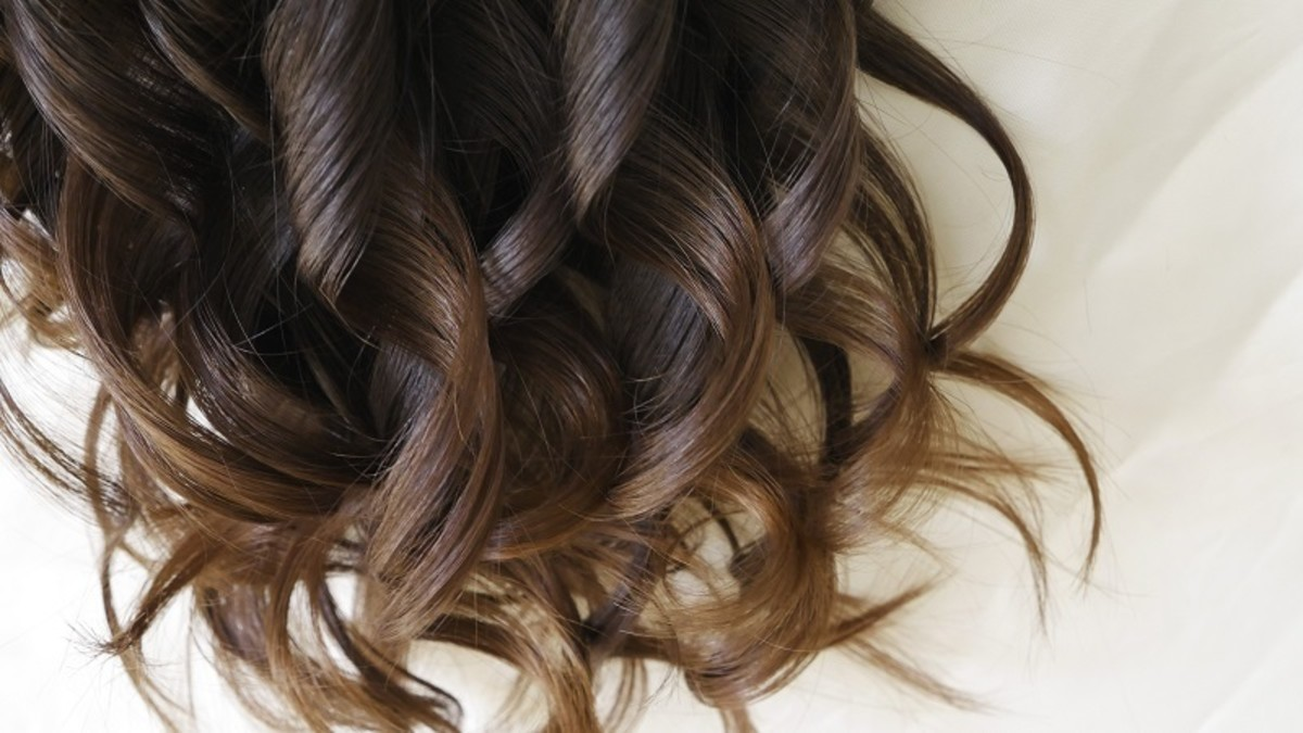 Golden brown hair like this will turn out more orange if this exact shade is dyed over light hair, making it important to dye it properly.