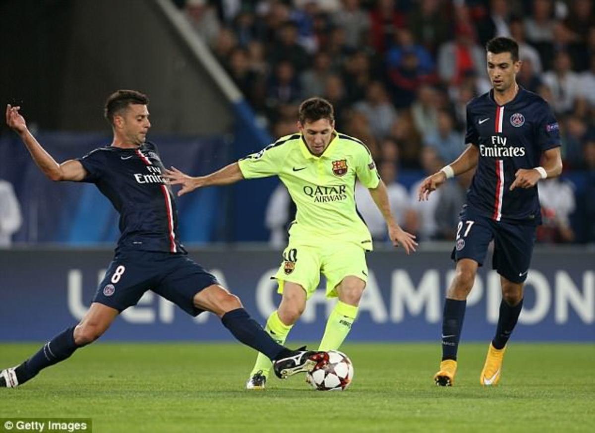 Messi (center) facing off against PSG