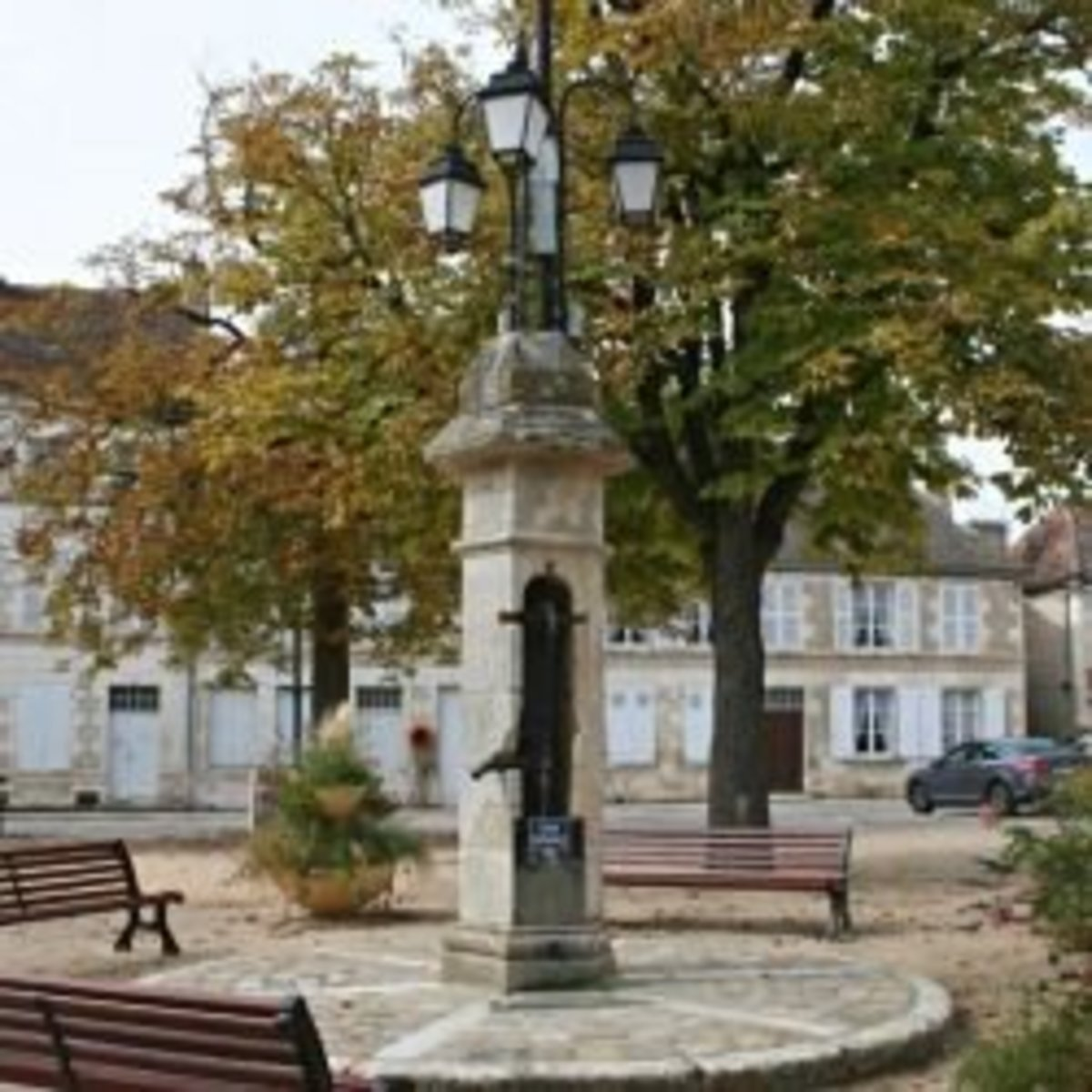 The water pump in the centre of the square
