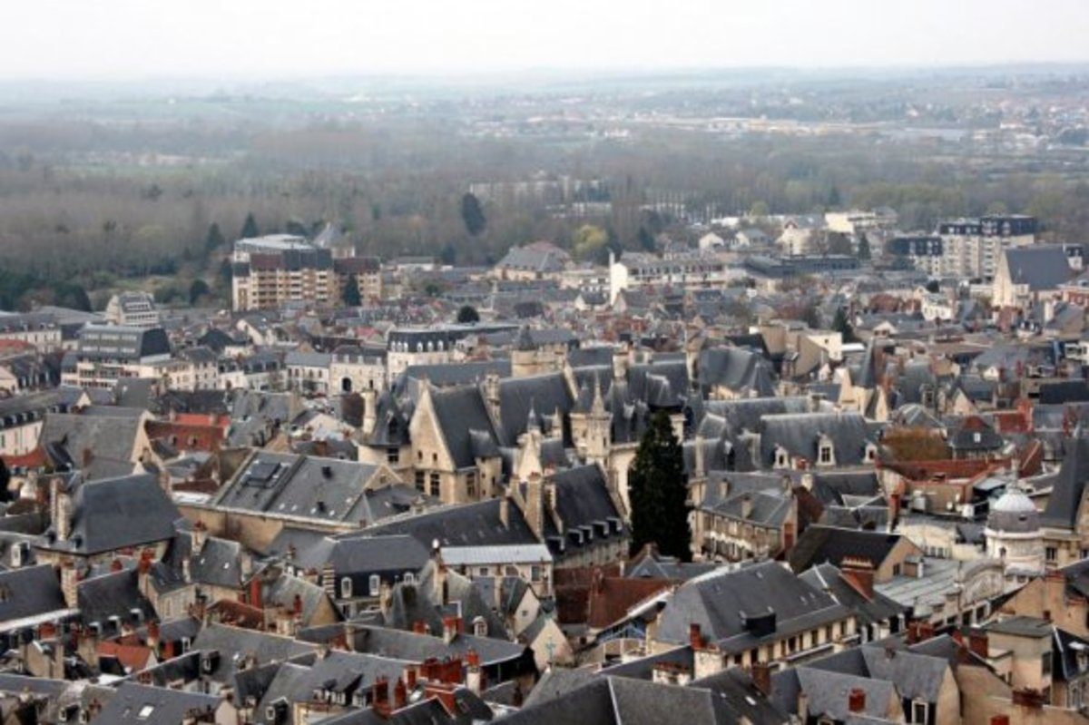 View with the Palace of Jacques Coeur in the centre.