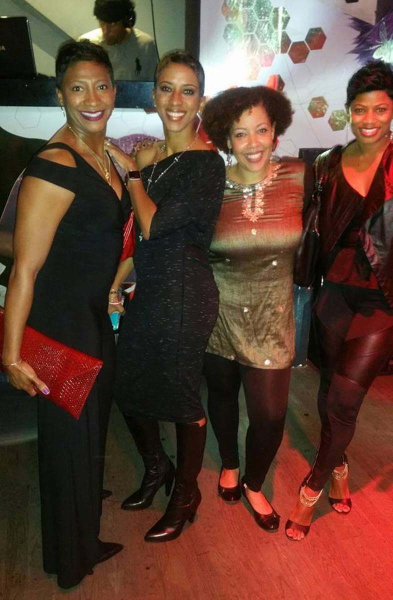 Looking fabulous in black...no cracks! With Glencia Walker, Grady Doc and LaTasha Lewis at Alibi Atlanta