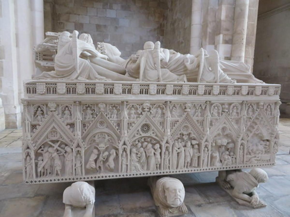 The tomb of Queen Inês.