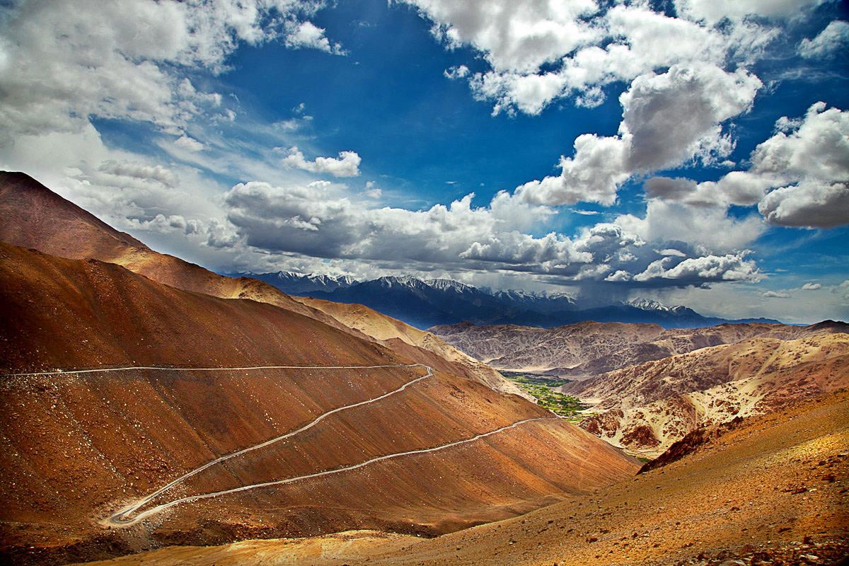 zigzag road to Chang La pass en route Pangong Tso Ladakh