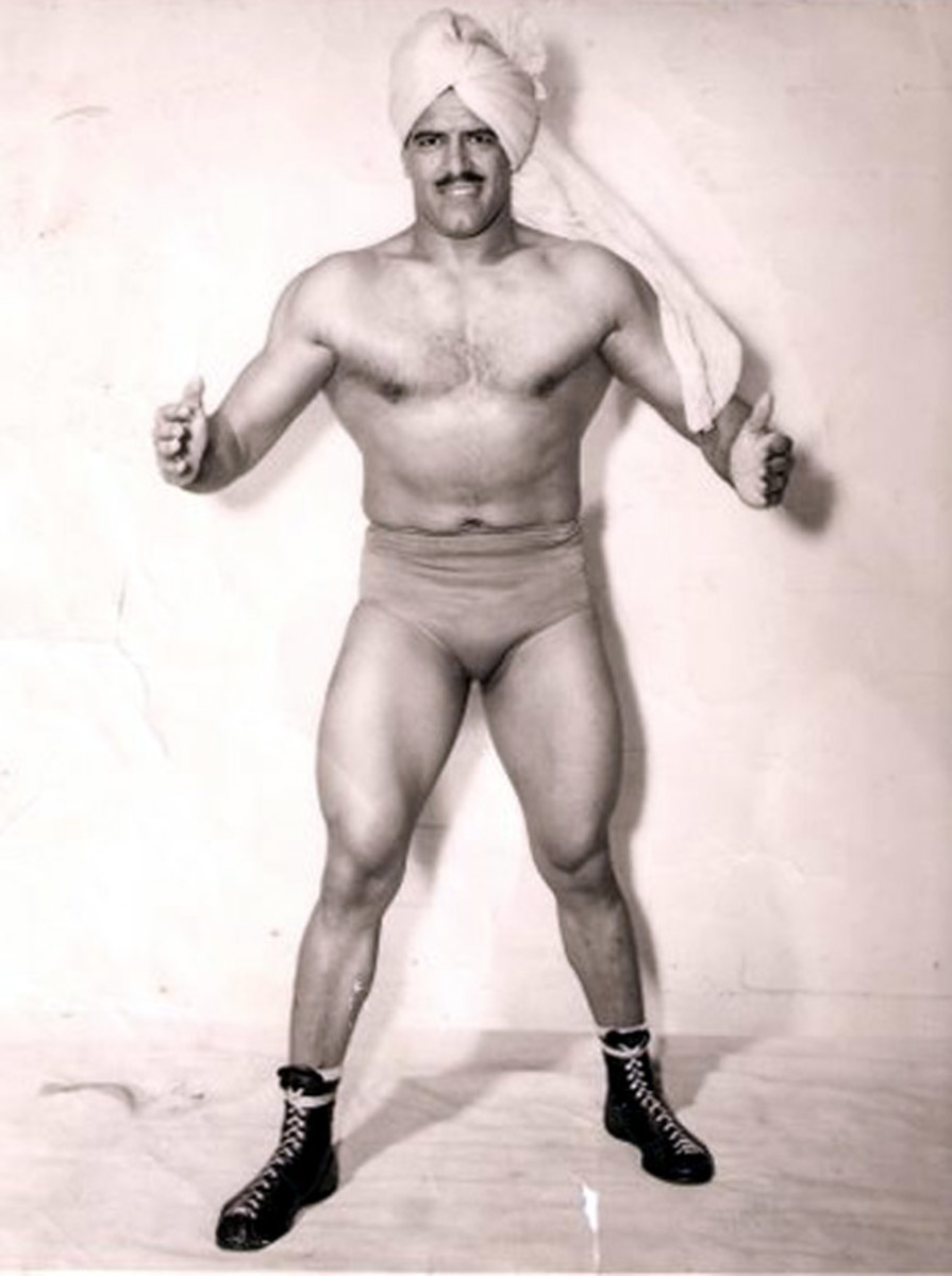 a-comparison-of-two-world-champion-wrestlers-from-a-different-age-dara-singh-and-ghulam-bux